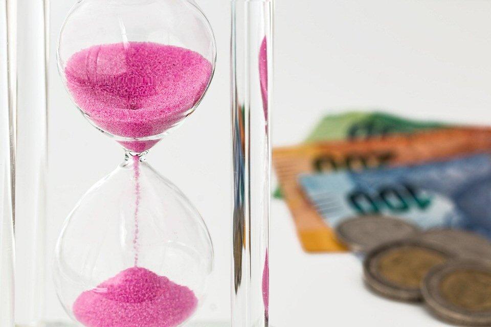 shun's article picture - hourglass