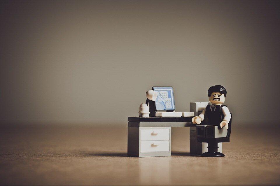 shun's article picture - lego office desk