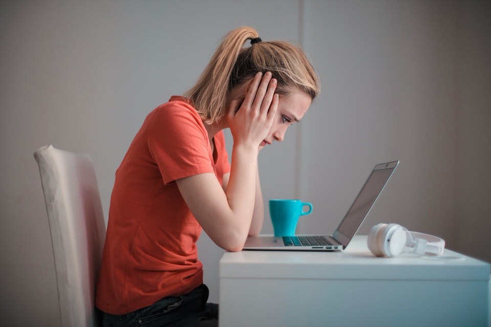 shun's article picture - sad woman