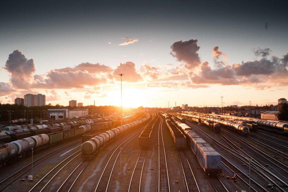 shun's article picture - train sunset