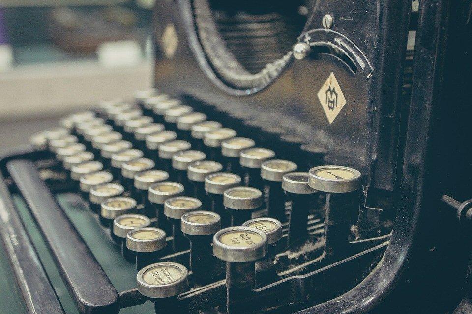 shun's article picture -  typewriter