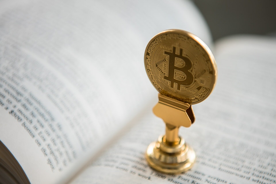 shun's article picture -bitcoin on the book