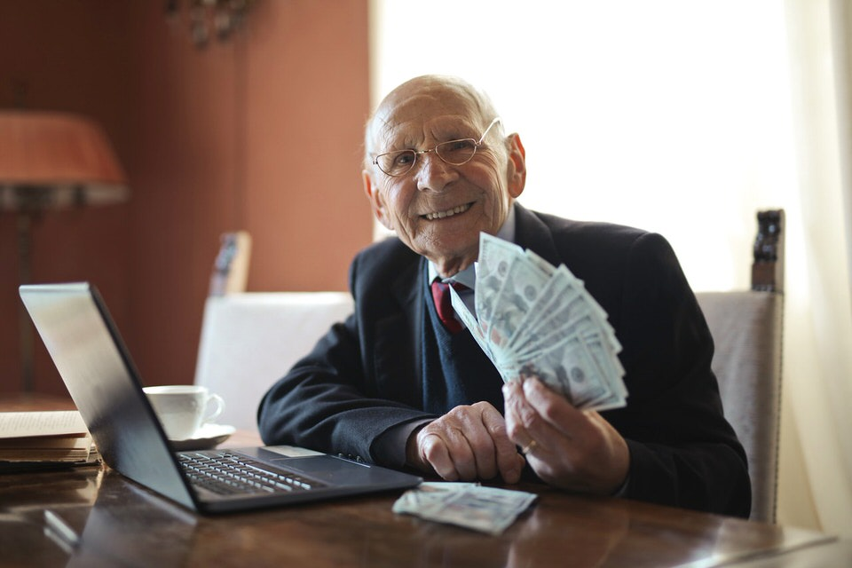 shun's article picture - old man & money
