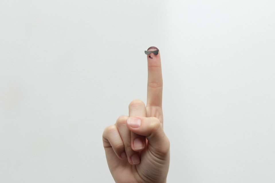 shun's article picture - up finger