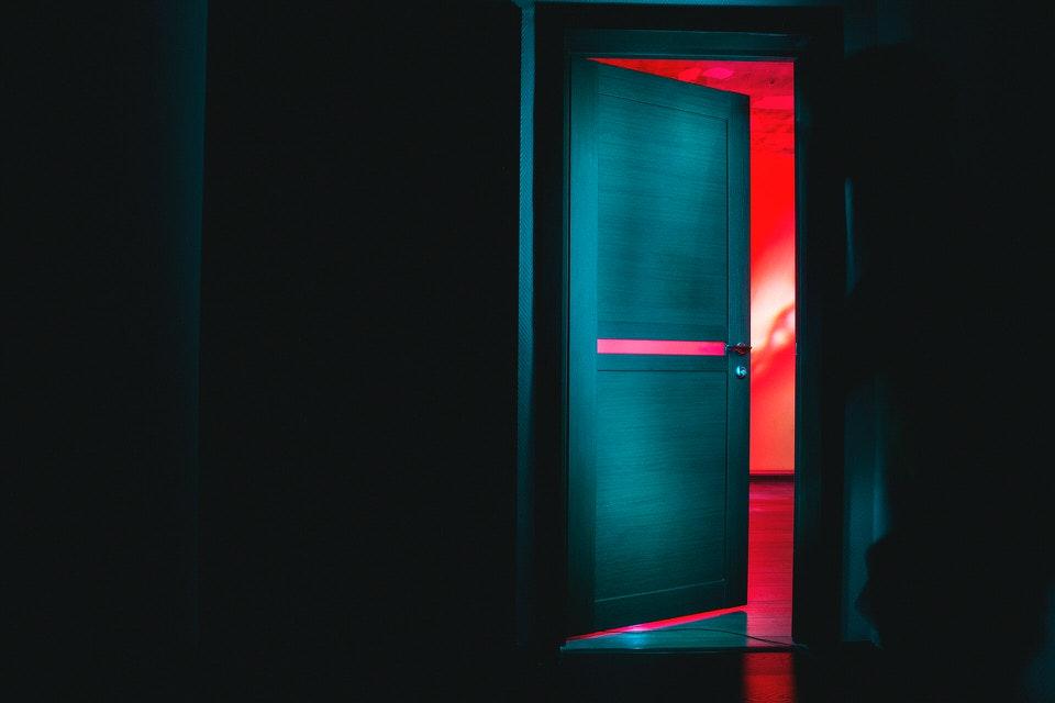 shun's article picture - open the door