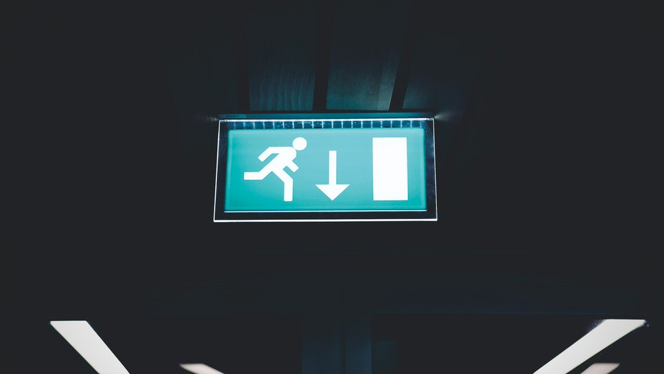 shun's article picture - emergency exit down