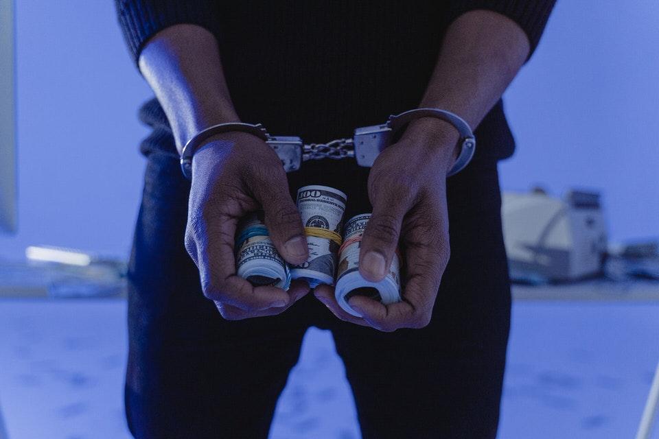shun's article picture - arrest of money
