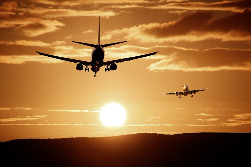 shun's article picture - airplane sunset