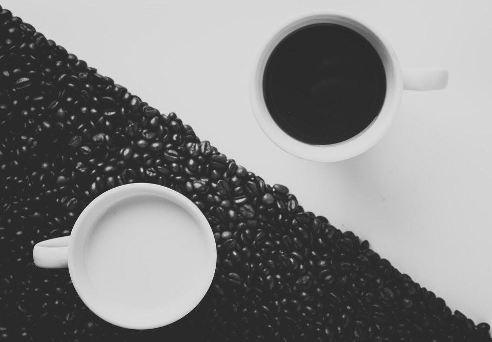 shun's article picture - coffee half black and white
