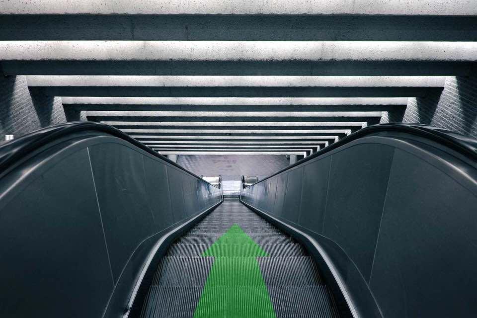 shun's article picture - escalator down arrow