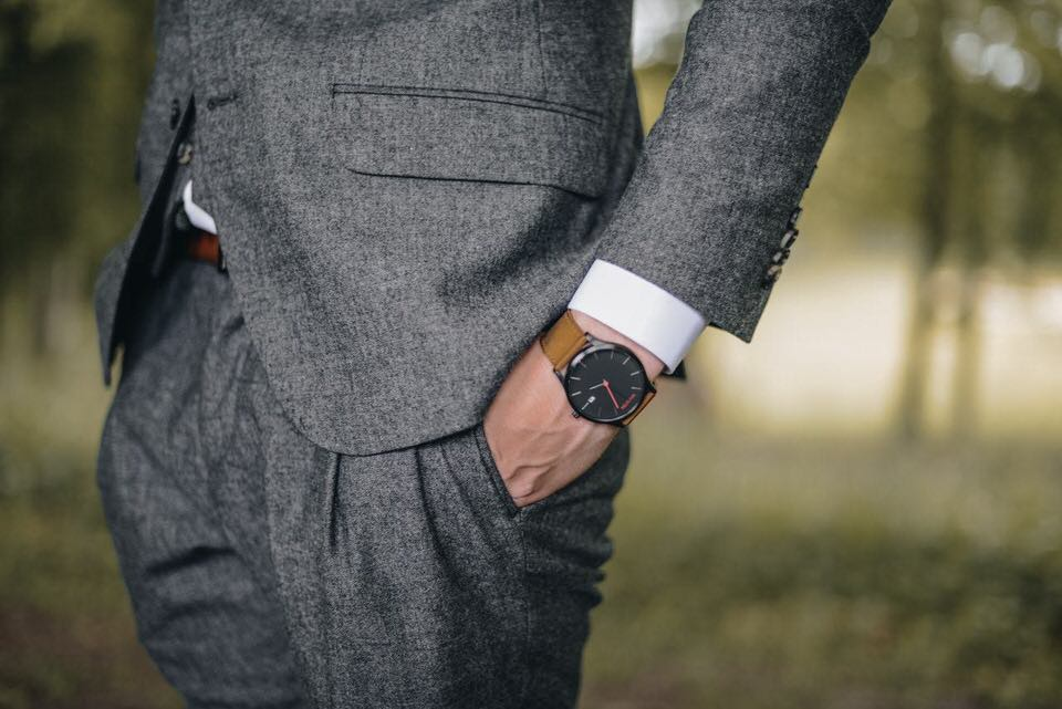 shun's article picture - suit business man