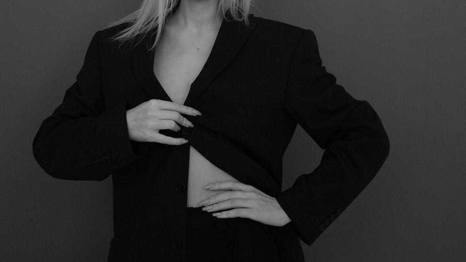 shun's article picture - suit woman