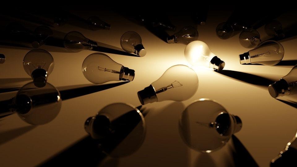 shun's article picture - many light bulb