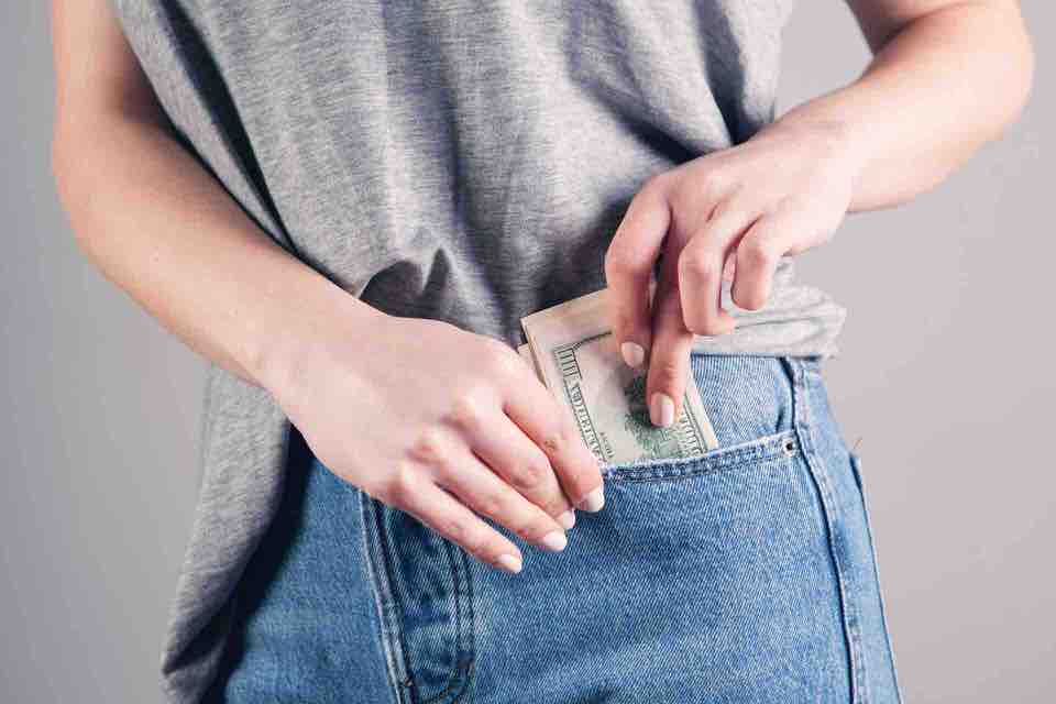 shun's article picture - money in the back pocket
