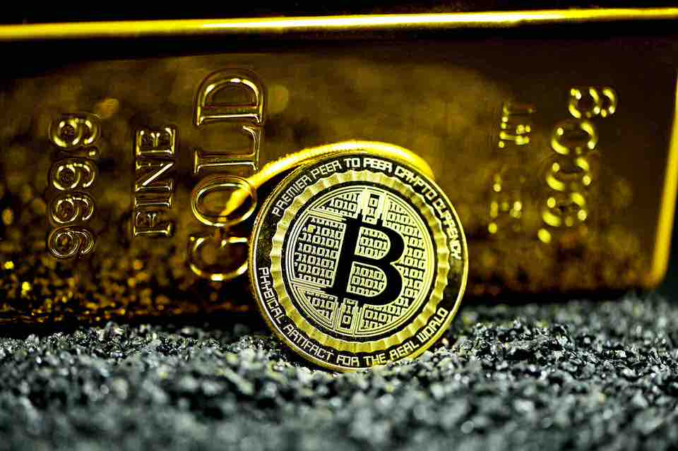 shun's article picture - bitcoin and gold