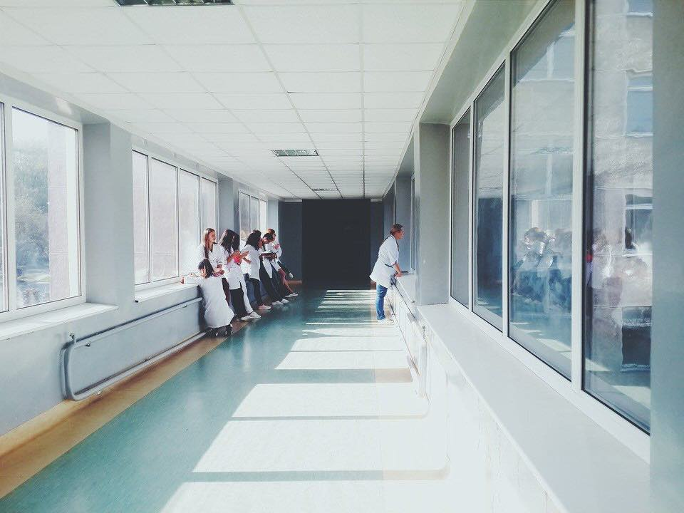 shun's article picture - hospital and doctors