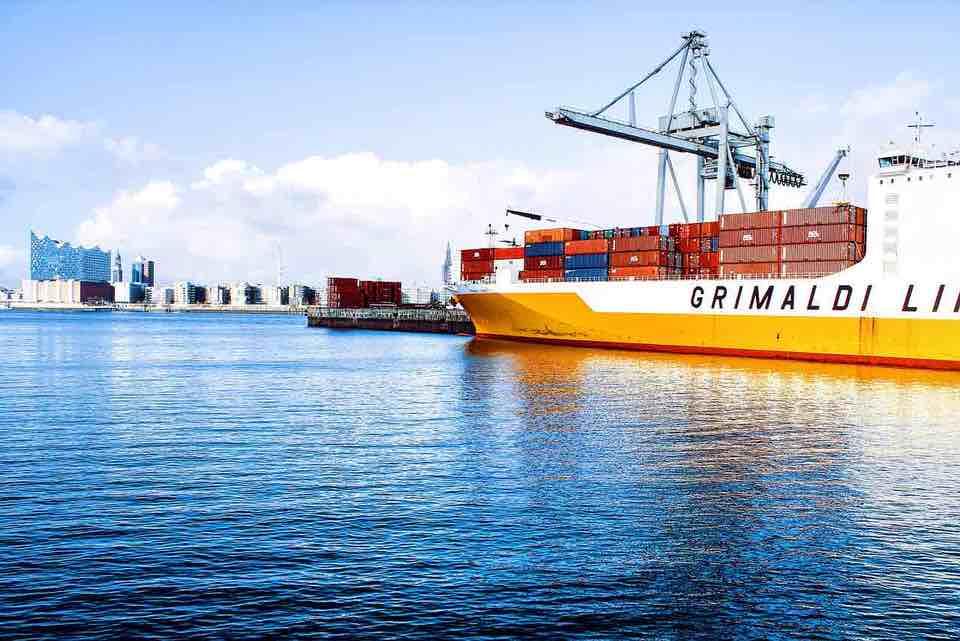 shun's article picture - ship int the sea