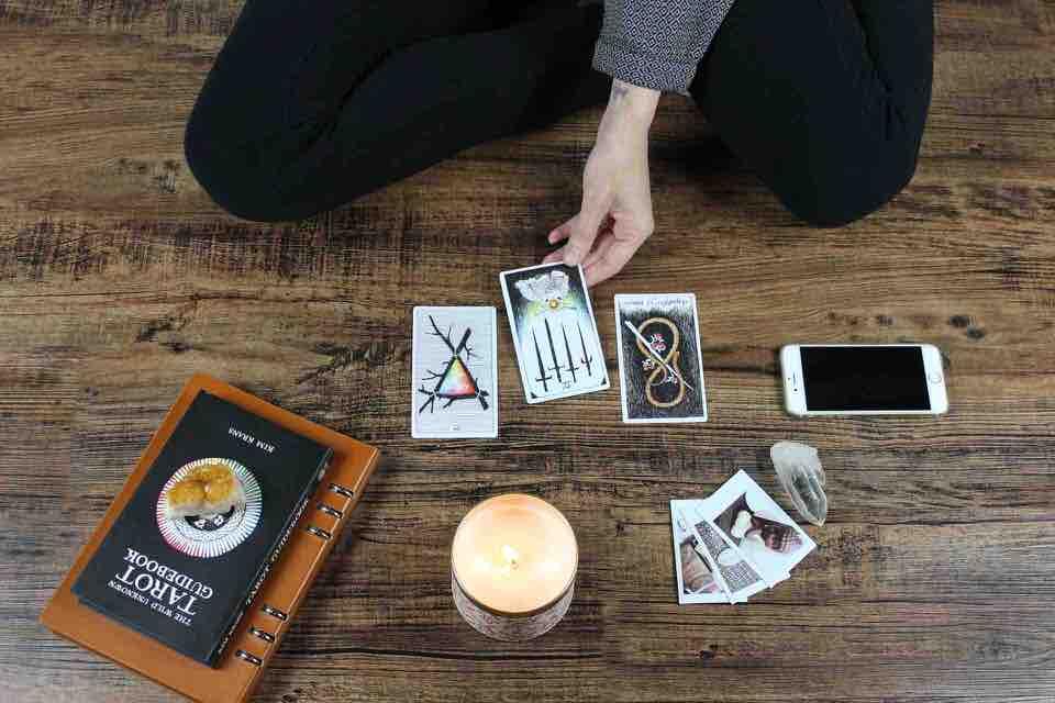 shun's article picture - predict tarot card
