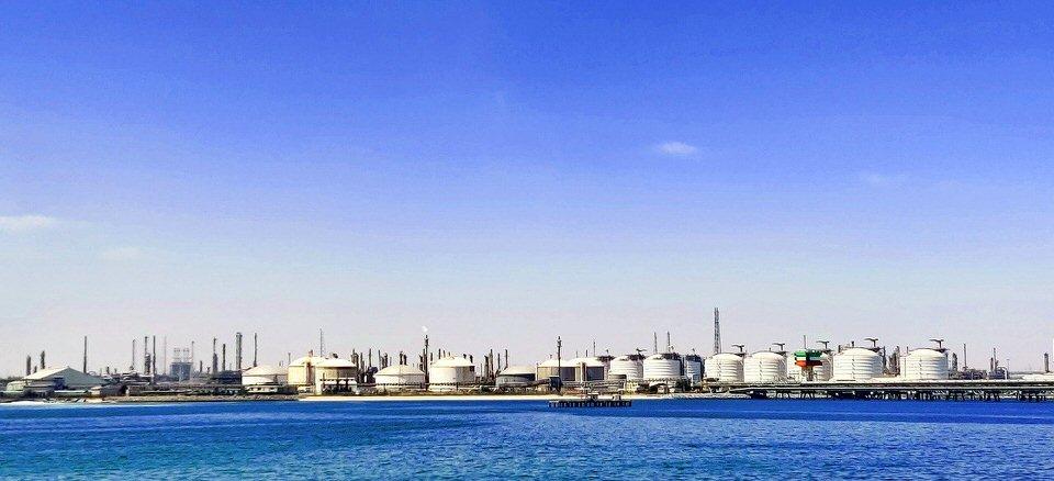 shun's article picture - oil field  in sea